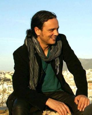 Βασίλης Γισδάκης: ο Κερκυραίος ερμηνευτής Χατζιδάκι μιλάει για τη συναυλία στην Κέρκυρα