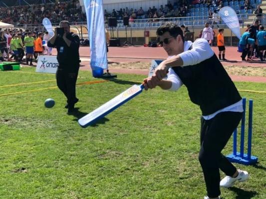Κρίκετ με τους Κερκυραίους έπαιξε ο Σάκης Ρουβάς στα Σπάτα