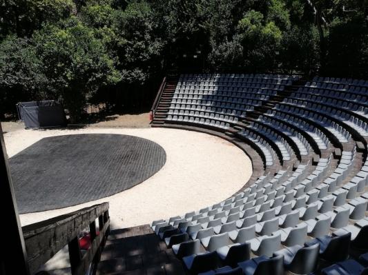Άνοιξε τις πόρτες του με επιτυχία το θέατρο Ρένα Βλαχοπούλου στο Μον Ρεπό