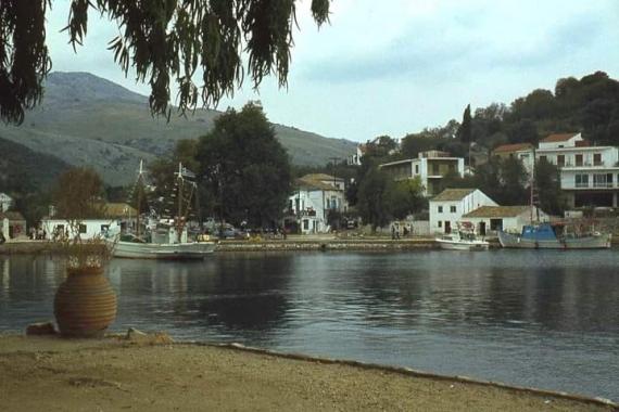 Δείτε πως ήταν το λιμάνι της Κασσιόπης το 1978 σε μία φωτογραφία