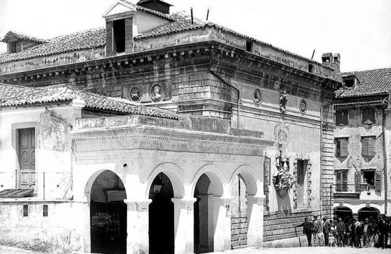 San Giacomo: ένα επιβλητικό αρχιτεκτονικό κόσμημα στην καρδιά της παλιάς πόλης
