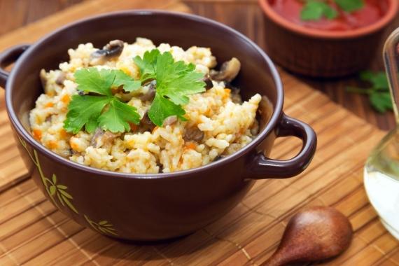 Ρύζι αρωματισμένο με μανιτάρια και τσουκνίδα