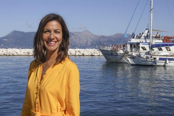H δημοφιλής παρουσιάστρια Julia Bradbury ταξιδεύει στην Κέρκυρα με το  ITV