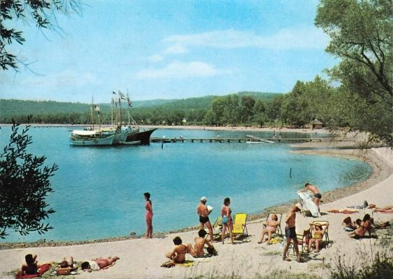 Ο όρμος της Δασιάς από το club Méditerranée σε μία φωτογραφία του 1960