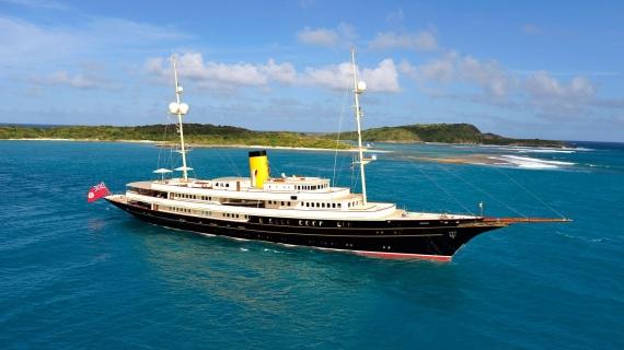 Στην Κέρκυρα το εντυπωσιακό Nero Yacht των 90,1 μέτρων