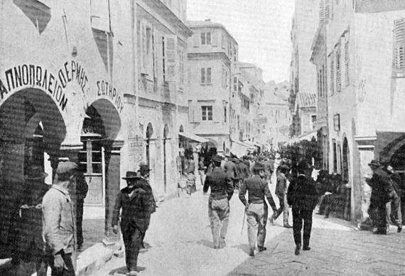 Η σημερινή οδός Μιχαήλ Θεοτόκη σε μία παλιά φωτογραφία του 19ου αιώνα