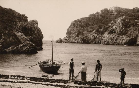 Η παραλία της Παλαιοκαστρίτσας σε μία φωτογραφία του 1900