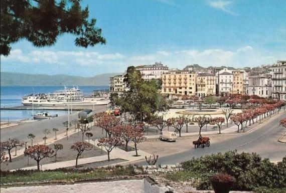 Το Παλιό Λιμάνι σε ένα καρτ ποστάλ από το παρελθόν