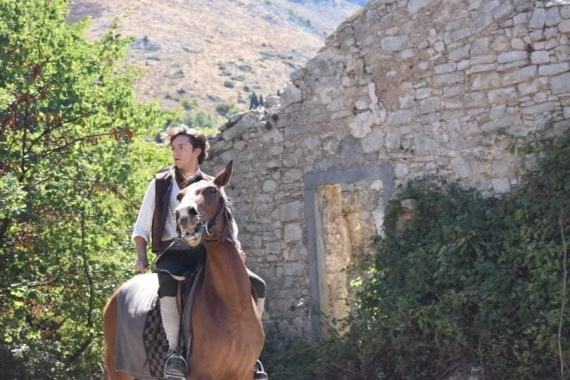 Στο ορεινό χωριό της Παλιάς Περίθειας γυρίζεται η σειρά «Αγάπη παράνομη»