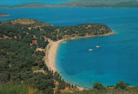 Η παραλία Κερασιά σε ένα πανοραμικό καρτ ποστάλ του 1985