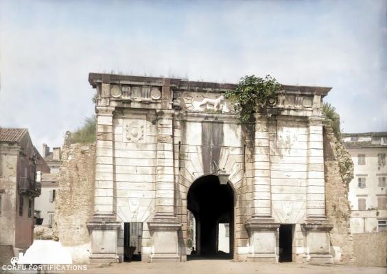 Δείτε την Porta Reale σε μία επιχρωματισμένη φωτογραφία