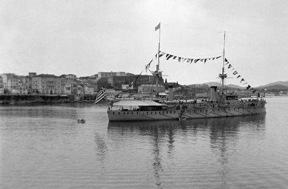 Το Θωρηκτό «Σπέτσες» στο Παλιό Λιμάνι το 1900