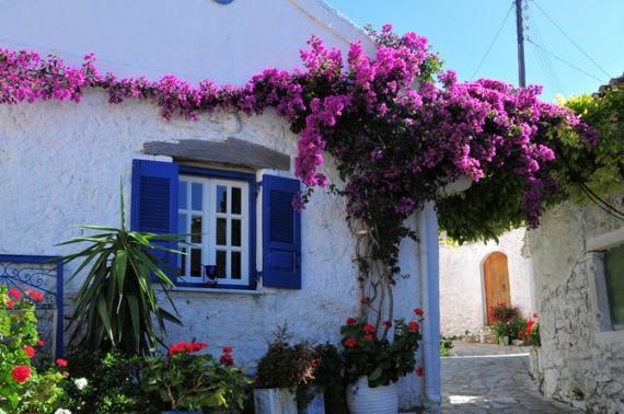 Αφιώνας: το χωριό με τα πέτρινα καλντερίμια και το μαγευτικό Πόρτο Τιμόνι